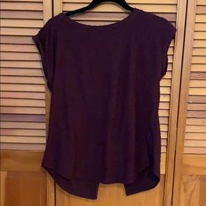 Aritzia Wilfred maroon top with open back